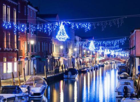 laguna di venezia con luminarie di natale